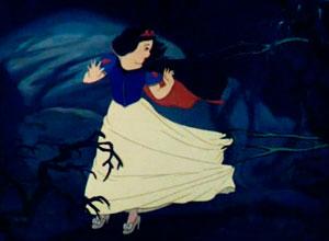 Blancanieves huye por el bosque